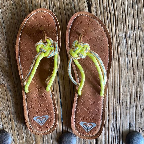 Roxy flip flops size 9